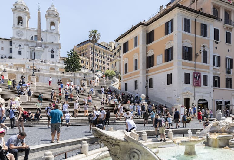 Sonder - Piazza di Spagna, Rome, Bagian luar