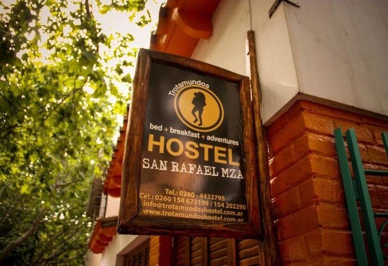 Trotamundos Hostel, San Rafael, Hoteleingang