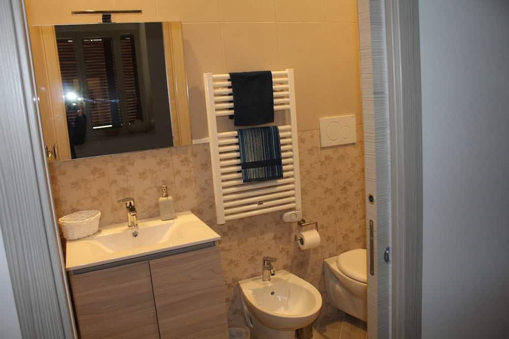 Deluxe Triple Room, Private Bathroom - Bathroom
