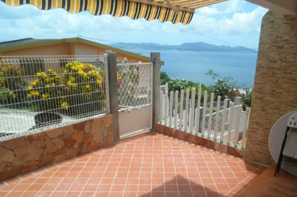 Apartment With one Bedroom in Schoelcher, With Wonderful sea View, Enclosed Garden and Wifi - 2 km From the Beach