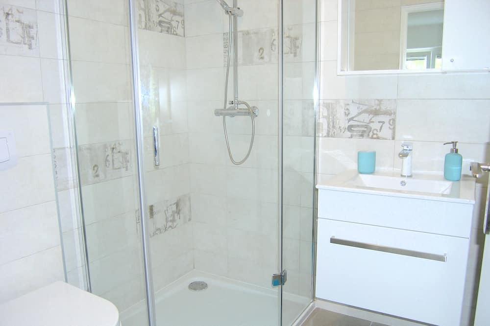 Studio (A1) - Bathroom