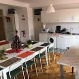 Basic Shared Dormitory, Shared Bathroom (1 Bed in 10 Bed Dormitory - Aveiro) - Shared kitchen