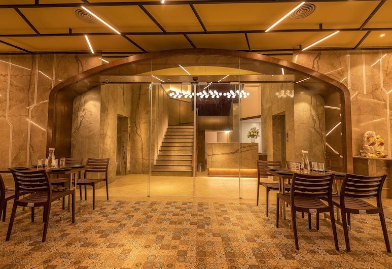 hotel Metropole Inn, Mumbai, Lobby Sitting Area
