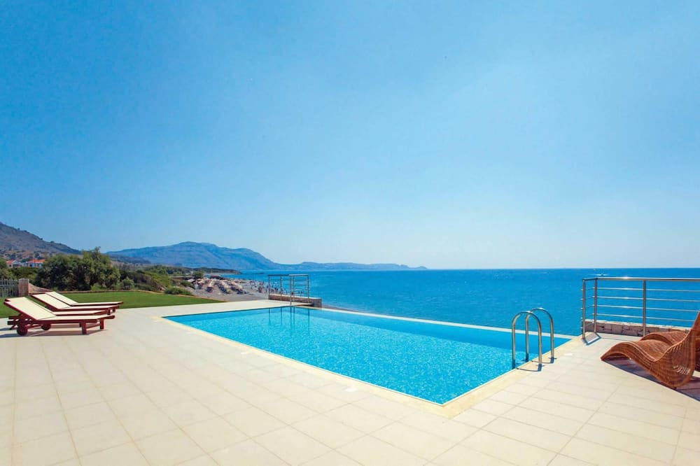 Villa de 3 chambres, en front de mer, terrasse, pergola, barbecue et piscine privée