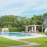 Luxury 4 bedroom villa w/ sea views & tennis court