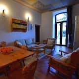 Romantic Apartment, 2 Bedrooms, Lake View - Living Room