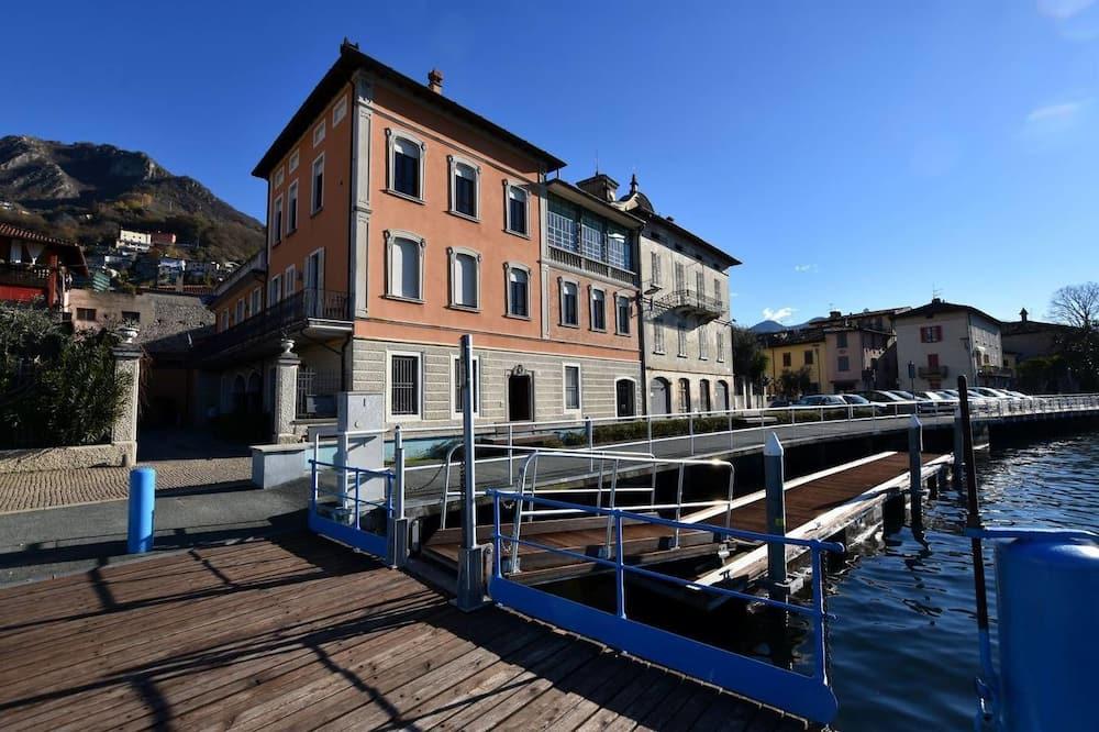 In Riva Al Lago Marone
