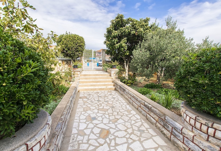 Apartment Andelka, Tisno, Property Grounds