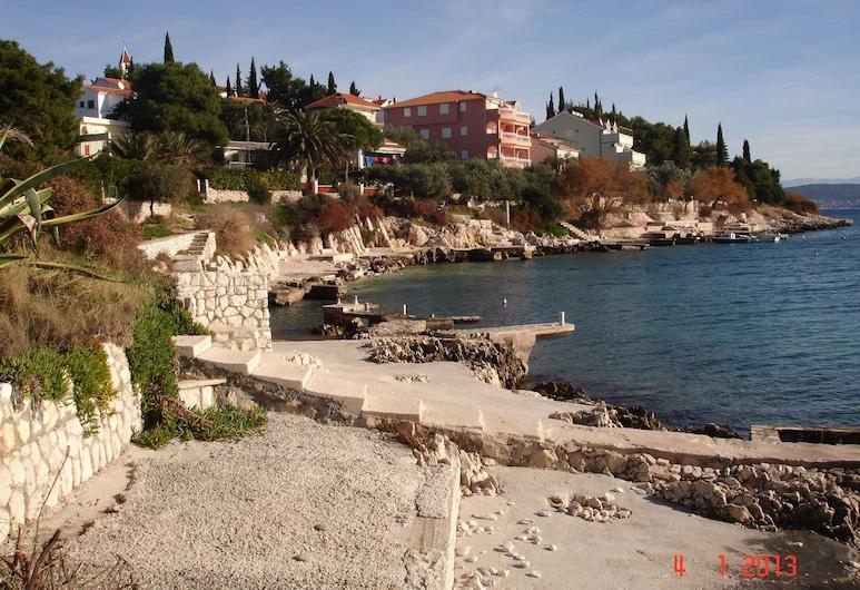 Apartments Mirjana, Seget, Beach