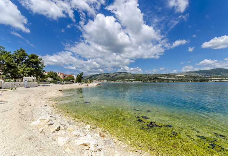 Apartments Antonia, Trogir, Beach