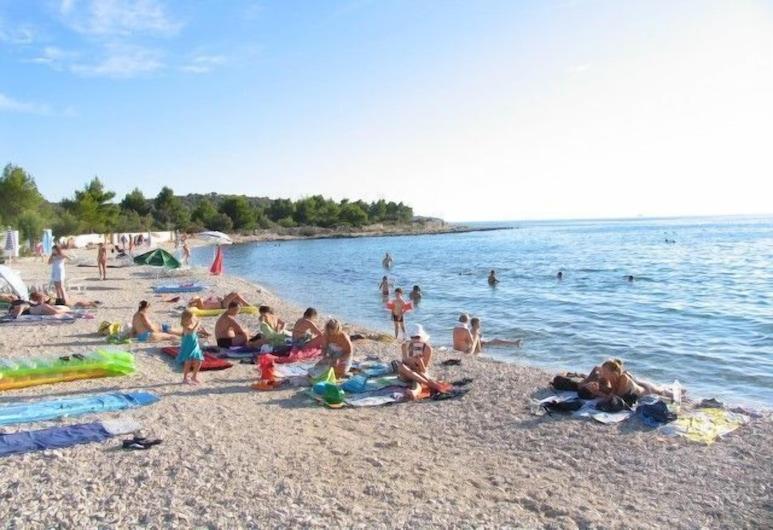 أبارتمنتس بيريشا, روغوزنيكا, الشاطئ