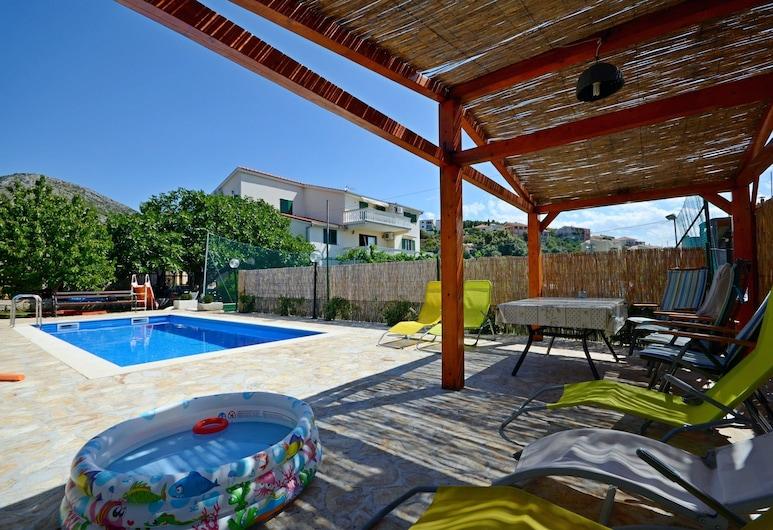 Apartments Mirko, Seget, Pool