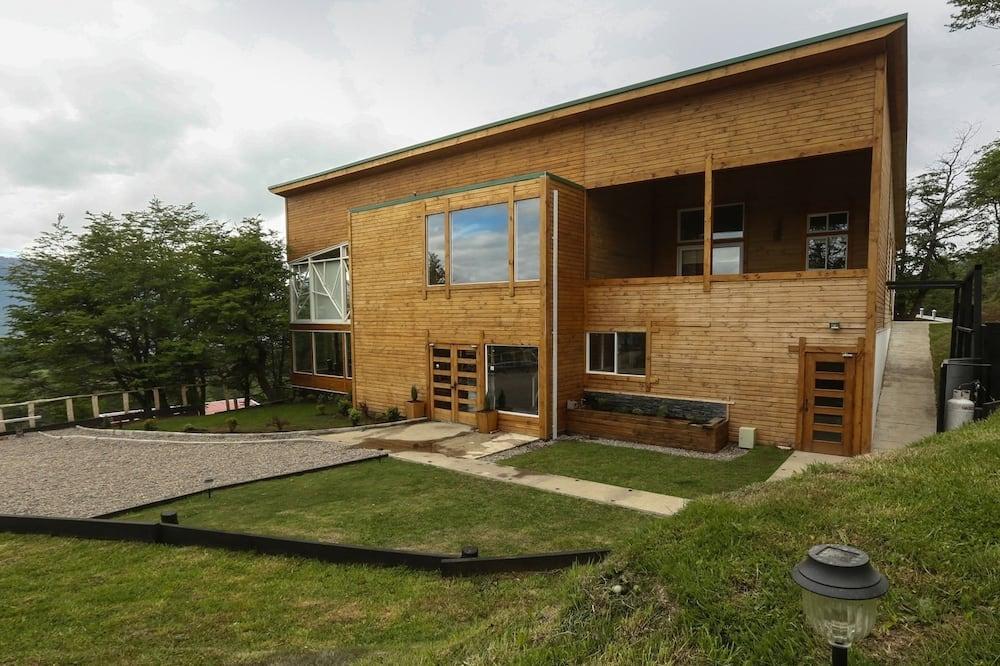 Улучшенная студия-люкс, 1 двуспальная кровать «Квин-сайз» - Вид на двор