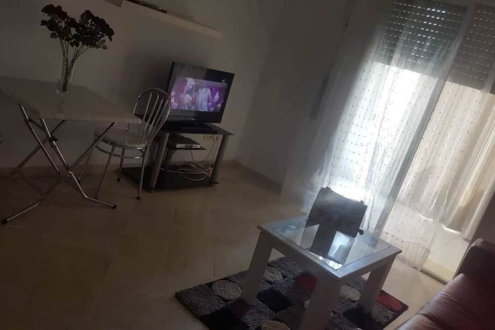 Basic Apartment - Living Room