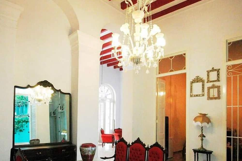 트래디셔널 하우스, 침실 3개, 시내 전망 - 거실 공간