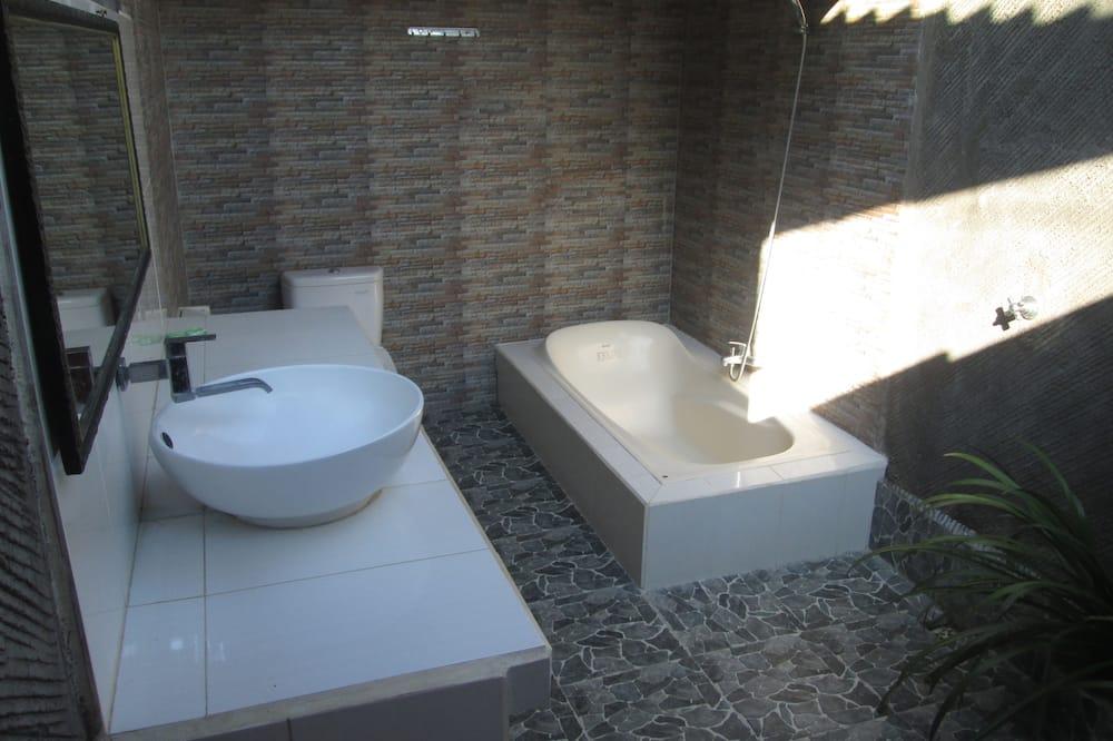 Deluxe Family Bungalow - Bathroom