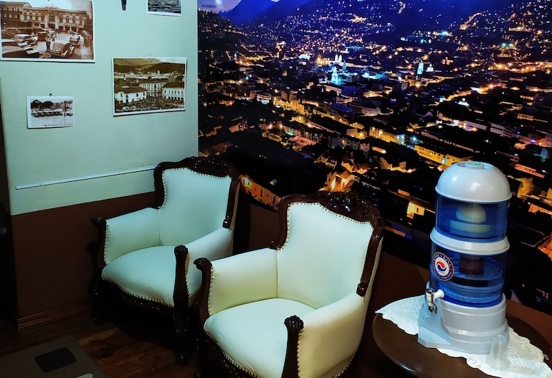 Hostal Latitud Ecuem, Quito, Reception