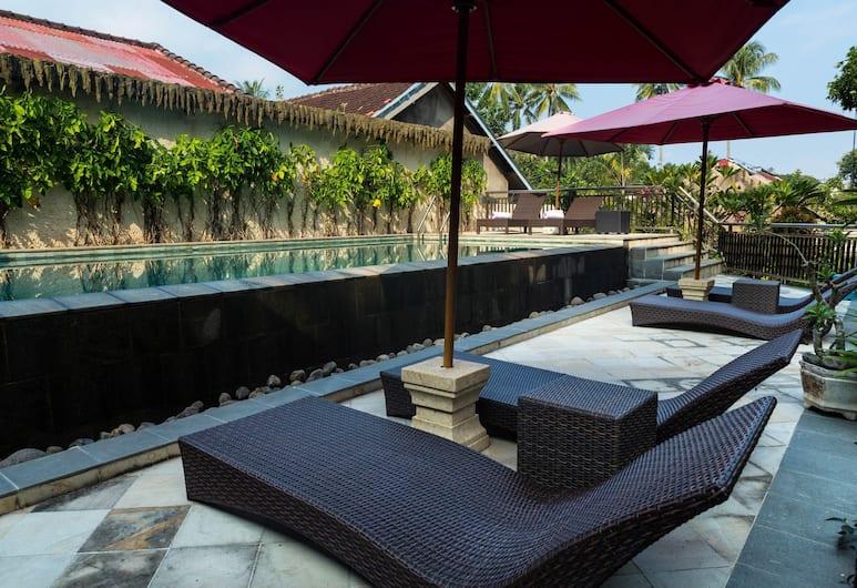 OYO 1056 Senggigi Cottages Lombok, Senggigi, Kolam Renang Luar Ruangan