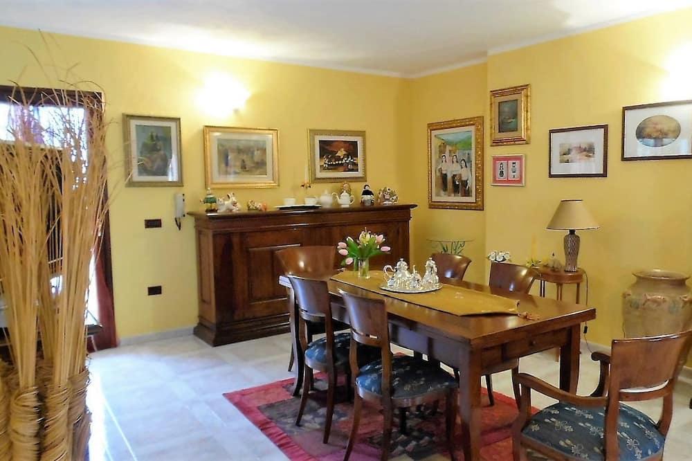 Family Ev, Özel Banyo (External) - Oturma Odası