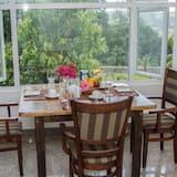 Comfort Villa, 1 Bedroom - In-Room Dining