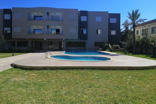 游泳池頂級公寓飯店/