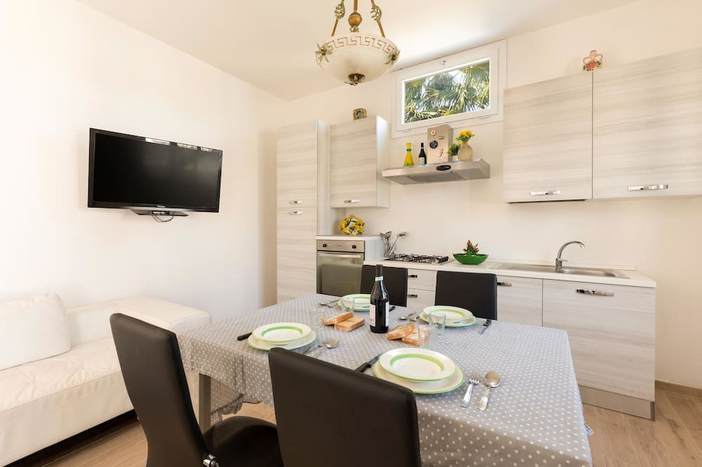 Comfort House, 2 Bedrooms - In-Room Dining