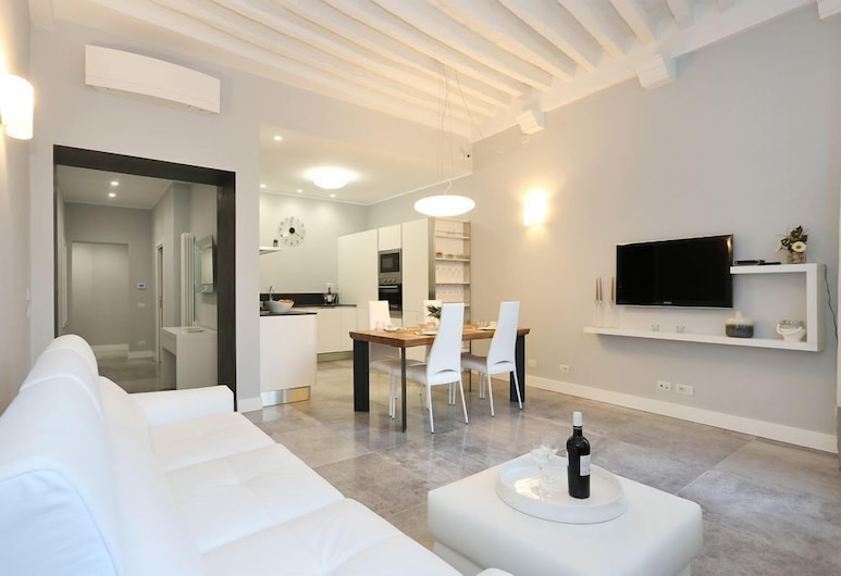 Appartamento Simone by Vacation in Lucca, Lucca, Apartment, 2 Bedrooms, Living Room