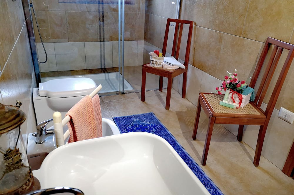 Double Room, Shared Bathroom (TRE POSTI) - Bathroom