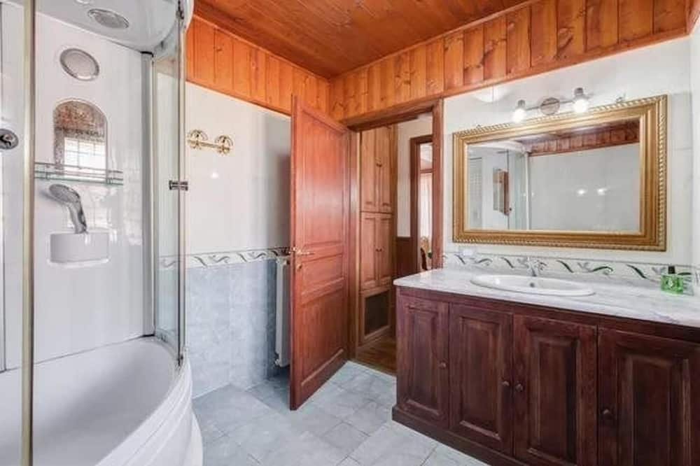 Comfort Quadruple Room, Jetted Tub, Hill View - Private spa tub