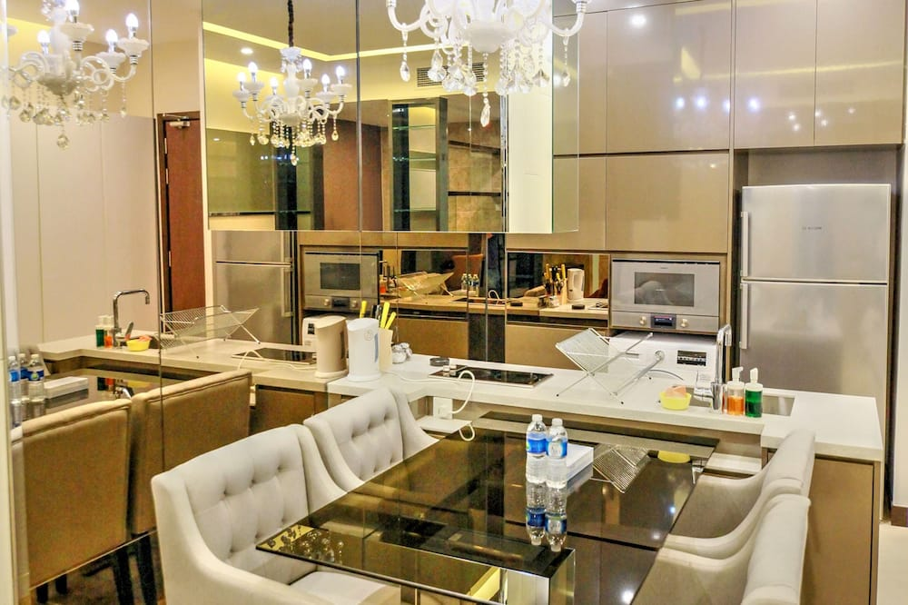1 Bedroom Business Suite - In-Room Dining