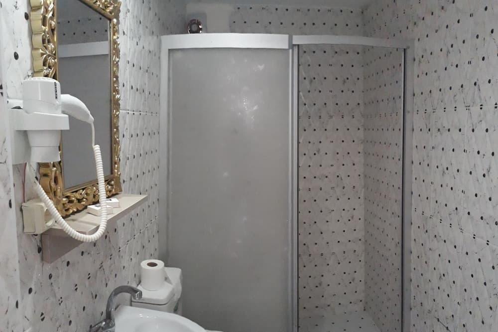 Basic-værelse med dobbeltseng eller 2 enkeltsenge - 1 soveværelse - Badeværelse