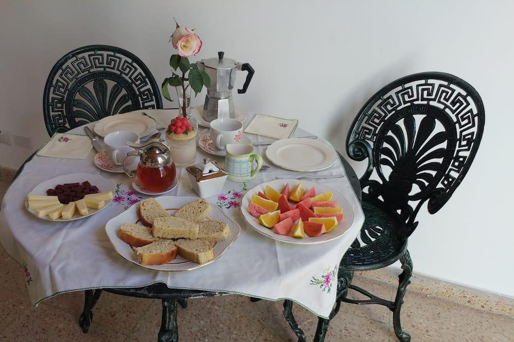 Habitación triple estándar - Servicio de comidas en la habitación