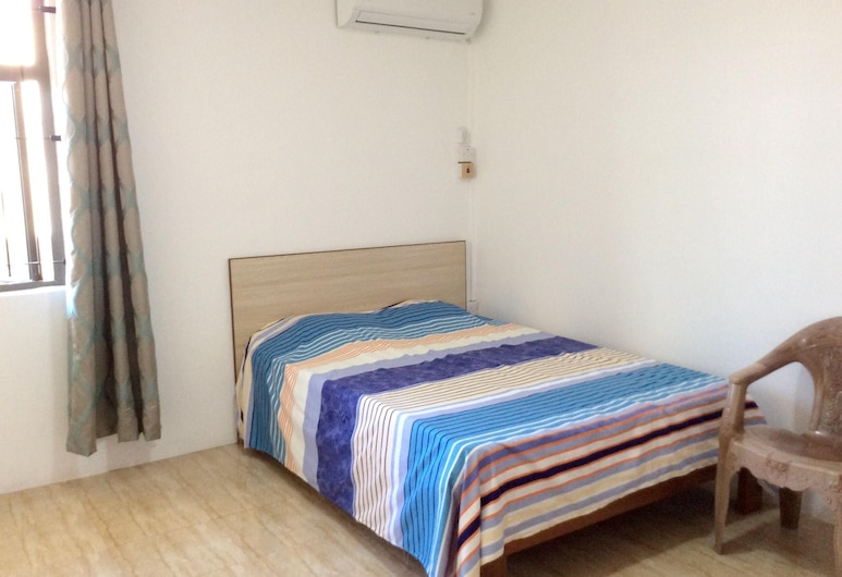 Apartment With 3 Bedrooms in Flic en Flac, With Shared Pool and Balcony - 200 m From the Beach, Flic-en-Flac, Apartment, Room