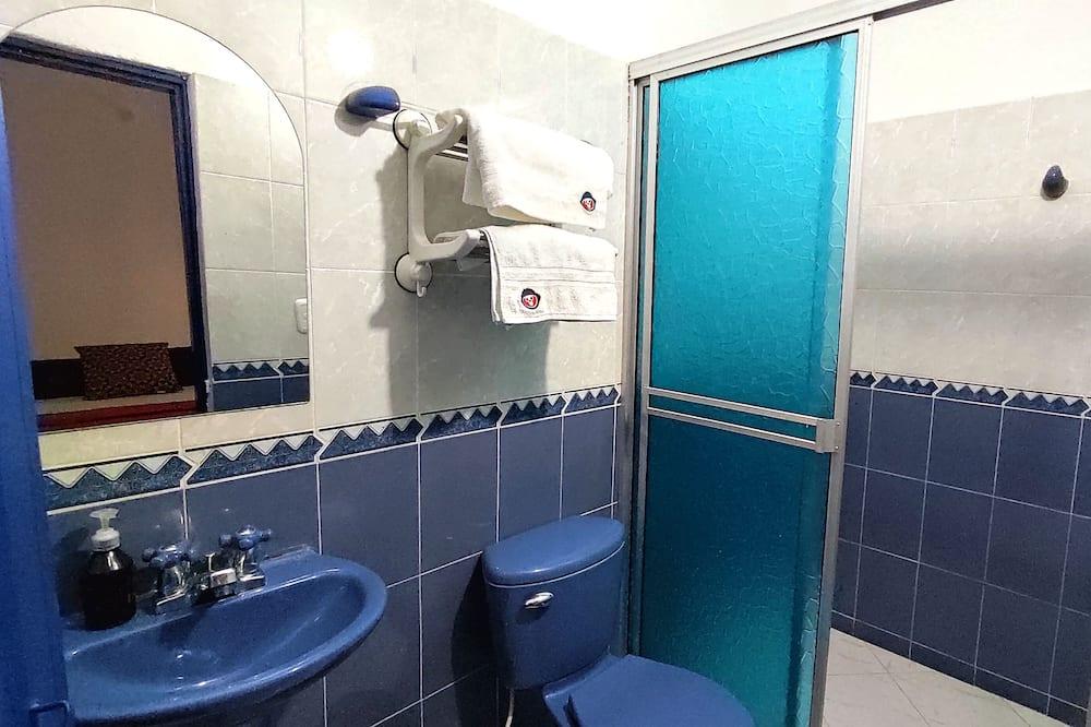 Family Twin Room - Bathroom