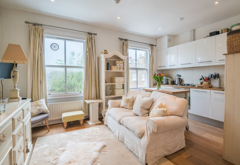 Charming Chelsea Home by the River Thames, London