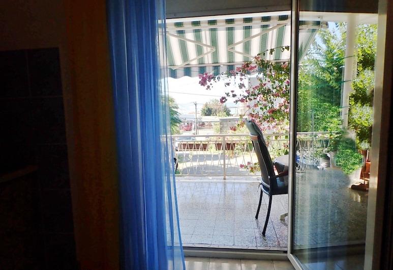 Apartments Nada-on Quiet Location in Center of Starigrad, Starigrad, อพาร์ทเมนท์ (A1), ลานระเบียง/นอกชาน