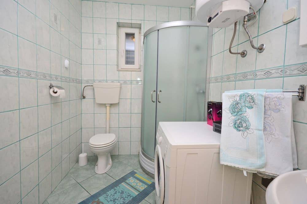 Apartemen (A1) - Kamar mandi