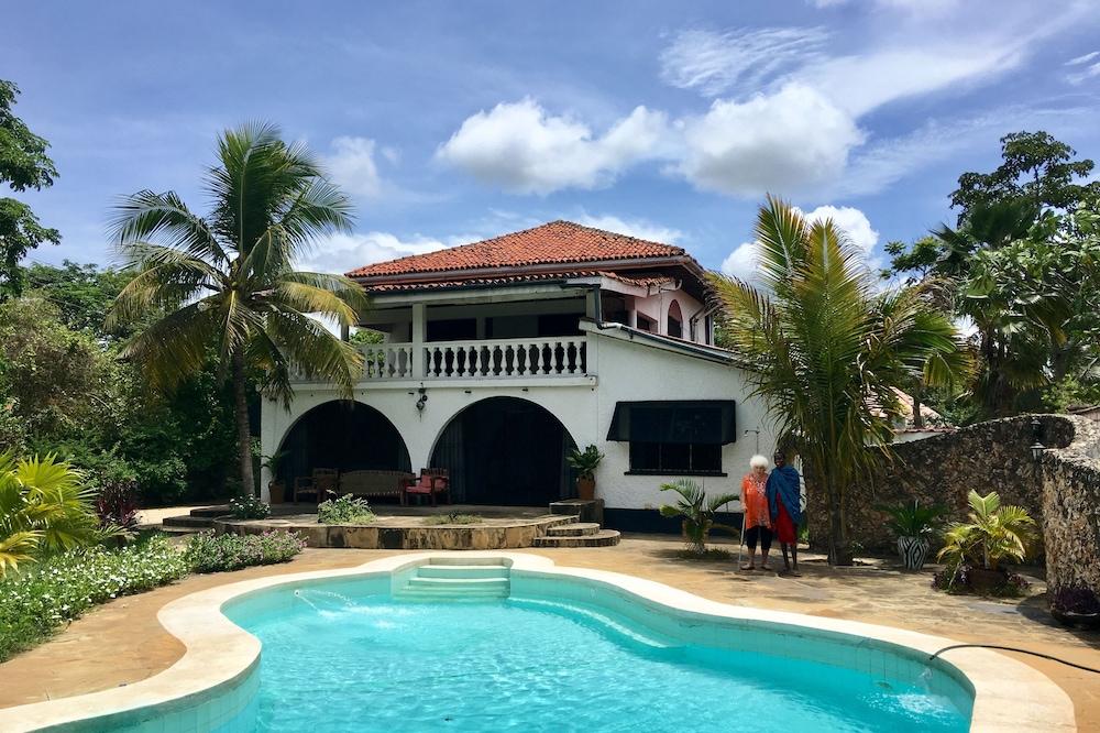 Gloria Beach Lodge