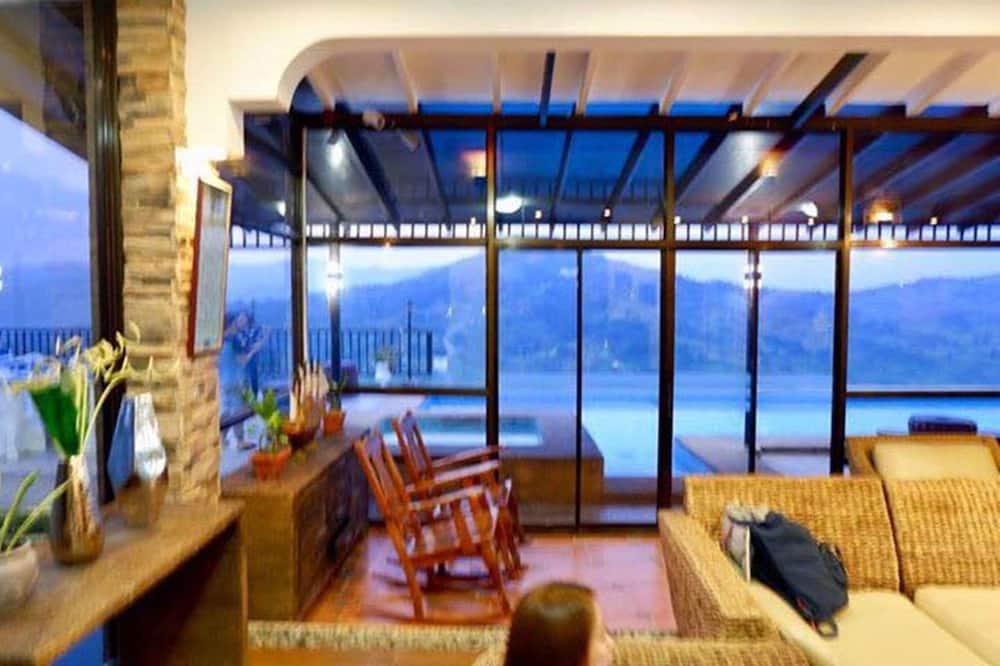 Maison Familiale, 4 chambres, piscine privée, vue montagne (1) - Coin séjour