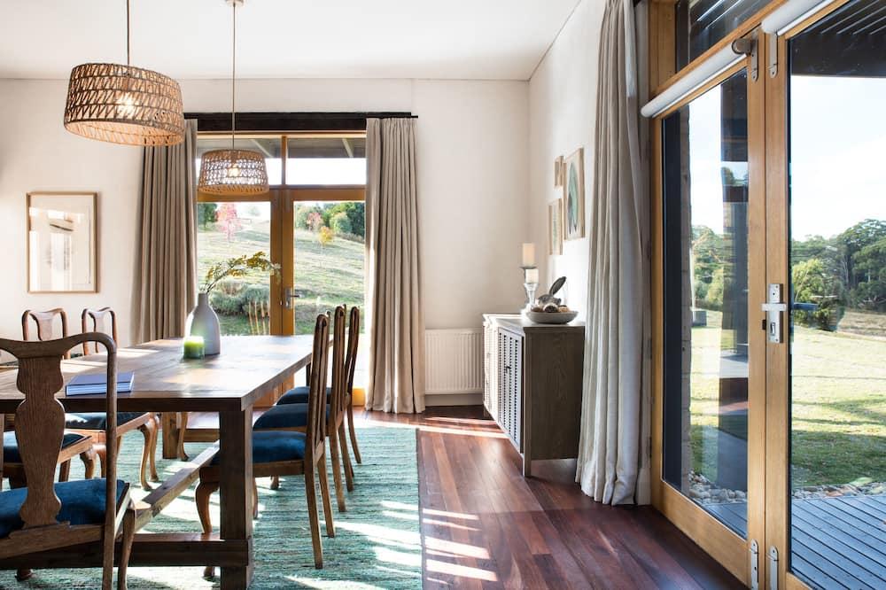 Perhetalo, 4 makuuhuonetta, 2 kylpyhuonetta - Ruokailu omassa huoneessa