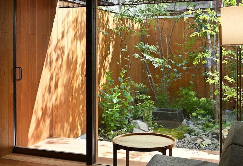 كيو نو أونوكورو جوشونيشي نمبر 6, Kyoto, الفناء