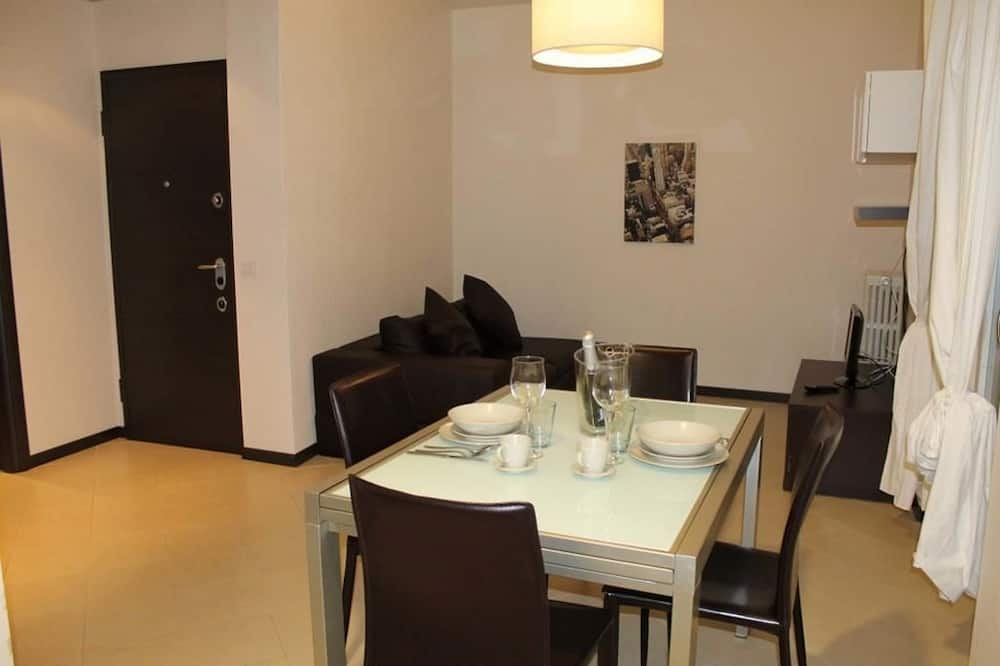 Apartment, 2 Bedrooms, Balcony (1) - In-Room Dining