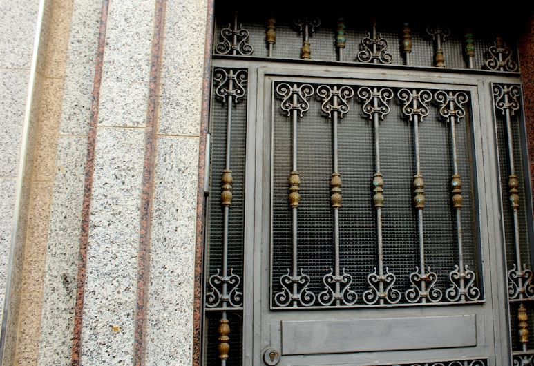 Immeuble Badis Mdiq, M'diq, Pintu masuk hartanah