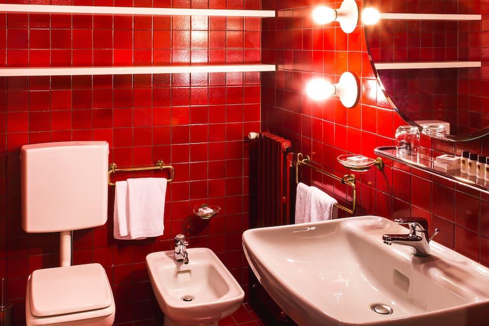 Deluxe Double Room, Hill View - Bathroom