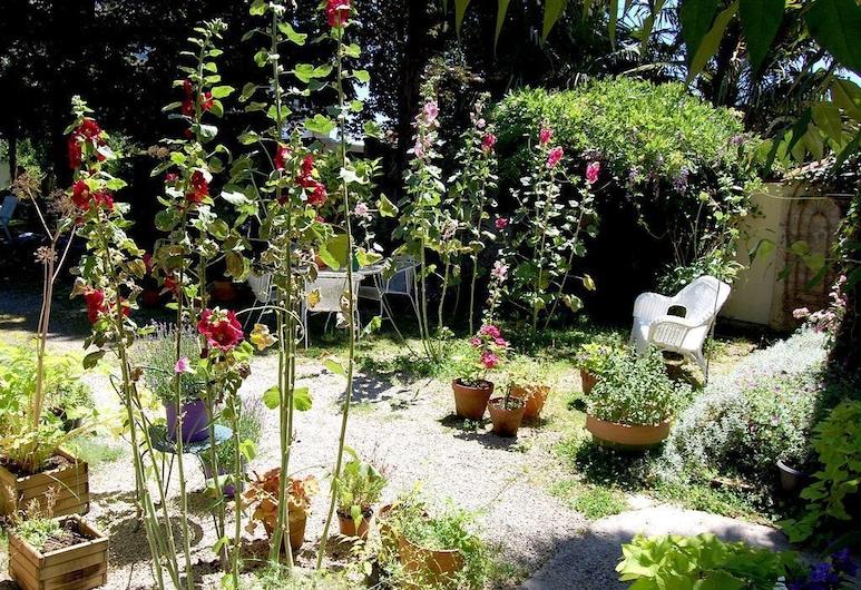 Madeleine Bergerac Chambres d'hotes, Bergerac, Trädgård