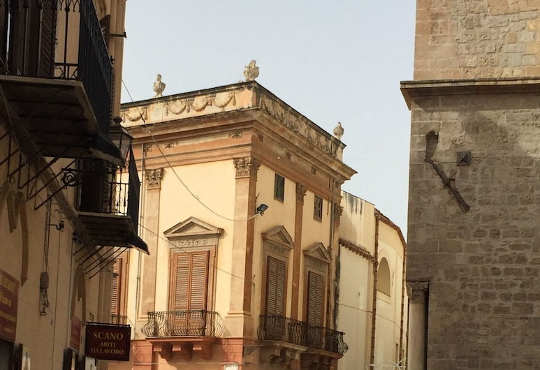Baglio dei Corrieri, Palermo, Property Grounds