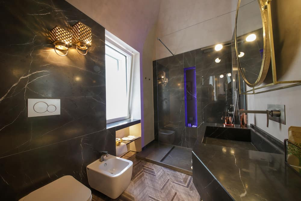 Suite, City View - Bathroom