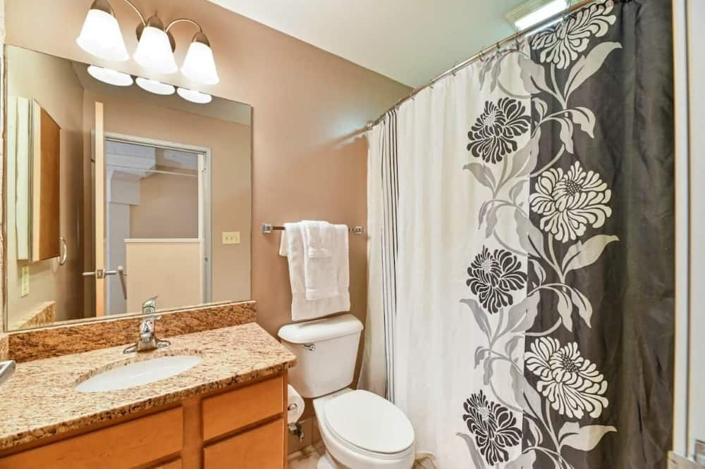 Luxury Apartment, 2 Bedrooms - Bathroom