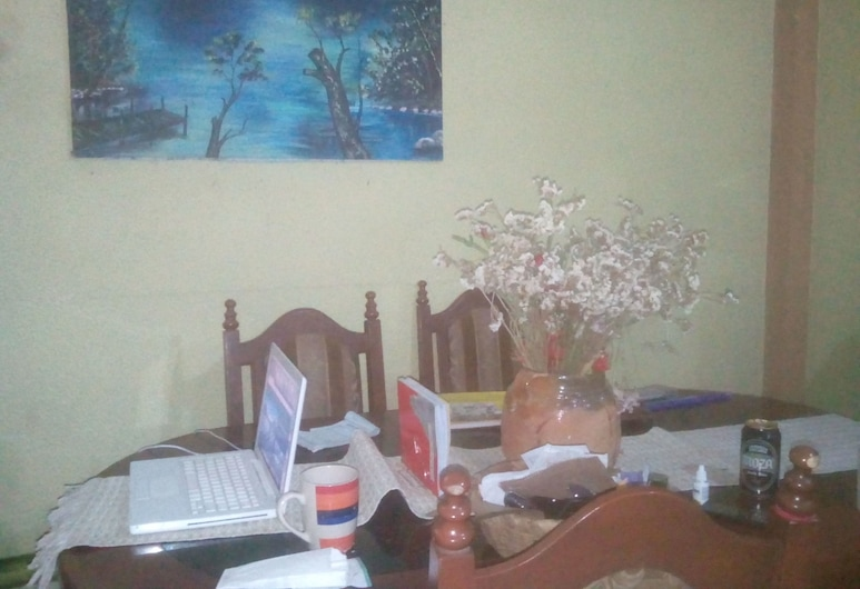 Selby Apartment, San Pedro La Laguna, Standard Double Room, 1 Queen Bed, In-Room Dining