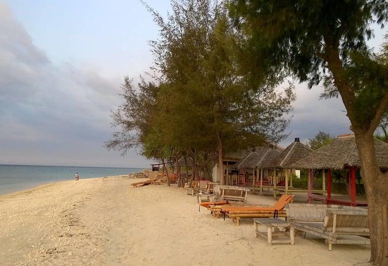 Nusa Indah Bungalows, Gili Air, Otelin Önü